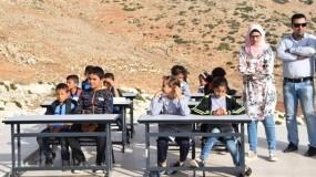 دولة الاحتلال الإسرائيلي تبيع في مزاد صفين مدرسيين قدمتها أوروبا للفلسطينيين!