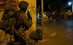 قوات الاحتلال تعتقل (9) مواطنين بالضفة الغربية.. واندلاع المواجهات في رام الله وجنين