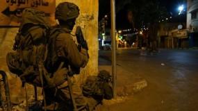 الاحتلال يعتقل (18) مواطناً ويقتحم شرق نابلس في الضفة الغربية
