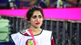مصوّرة مغربية تبكي بحرقة