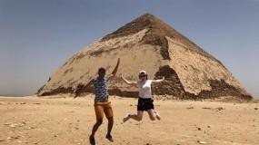مصر تسمح للسياح بزيارة هرم غريب الشكل جنوب القاهرة