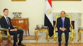 """مصر تقدم """"رؤية جديدة"""" للسلام ..وكوشنير يطلب منها إقناع عباس بحضور قمة كامب ديفيد"""