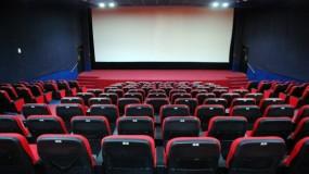 وزير الإعلام السعودي يفتتح دار عرض سينمائية جديدة في جدة