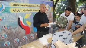 جمعية الصداقة الفلسطينية - الاوكرانية توزع الهدايا علي الأطفال اللاجئين