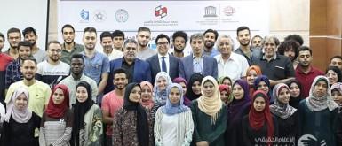 90 طالباً وطالبة يشاركون في أول يوم من برنامج المسرح المجتمعي والحوار