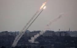 إطلاق صاروخ من غزة سقط قرب مستوطنة (نير عام) وصفارات الإنذار تُدوي و جيش الاحتلال يتراجع: لم تُطلق صواريخ من قطاع غزة