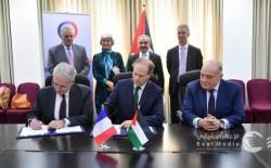 الحكومة تُوقع اتفاقية لإقامة محطة طاقة شمسية بمحطة معالجة شمال غزة