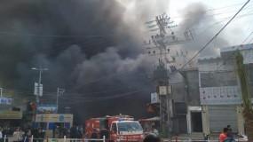 مصرع عشرة مواطنين وإصابة 51 آخرين جراء حريق وسط قطاع غزة