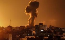 طائرات الاحتلال تقصف نقطة رصد ميداني للمقاومة شمال قطاع غزة.. وإطلاق دفعة بالونات جديدة