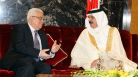 اتصال هاتفي بين الرئيس عباس وملك البحرين