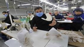مصنع لإنتاج الكمامات في غزة يستعد لتصديرها إلى أمريكا في ظل تفشي كورونا