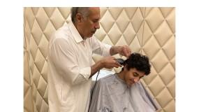 قطر.. صورة بن جاسم يحلق شعر نجله تحظى بتفاعل واسع