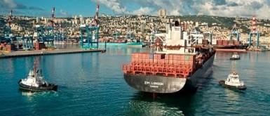 الاحتلال الاسرائيلي يعمل على إخلاء خليج حيفا من المواد الخطرة بعد كارثة بيروت