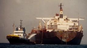 كارثة تهدد سواحل اليمن.. مليون برميل نفط على متن ناقلة مهجورة