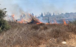 """اندلاع حرائق في """"غلاف غزة"""" بفعل بالونات حارقة"""