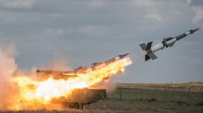 الدفاعات الجوية السورية تتصدى لصواريخ إسرائيلية وتُسقط عدداً منها مقتل عسكريين وجرح 7 آخرين