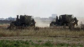 آليات عسكرية لجيش الاحتلال الإسرائيلي تتوغل شرقي دير البلح وتنفذ أعمال تجريف