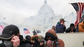 أسلحة وغاز مسيل للدموع في مبنى الكونغرس .. وشرطة واشنطن تعلن حظر التجول