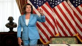 رئيسة مجلس النواب الأمريكي تدعو لعزل ترامب وفق الدستور.. وتحذر بنس