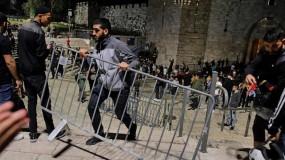 تحت ضغط هبة القدس.. إزالة الحواجز الحديدية من باب العامود