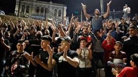 احتفالات المقدسيين بعد إجبار الاحتلال على إزالة الحواجز من منطقة باب العامود