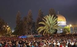 90 ألف مصلٍ يحيون ليلة القدر في المسجد الأقصى رغم قمع الاحتلال