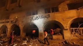 طائرات الاحتلال تدمر مقر بنك الإنتاج في مدينة غزة