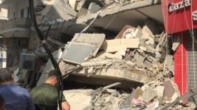 """الطيران الحربي """"الإسرائيلي"""" يستهدف بناية سكنية في حي الرمال بغزة"""