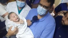 مجزرة بمخيم الشاطىء 10 شهداء وأكثر من 20 إصابة باستهداف منزل غرب غزة ونجاه طفل رضيع تحت الانقاض