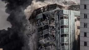 الاحتلال يقصف ويدمر برج الجلاء وسط غزة