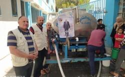 اللجنة الشعبية للاجئين بمخيم الشاطئ تقدم المساعدات للنازحين من بطش طيران العدو الصهيوني إلى مدارس الأونروا