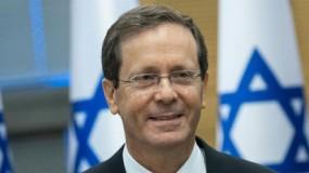 الرئيس عباس يجري اتصالاً هاتفياً مع الرئيس الإسرائيلي يتسحاق هرتسوغ