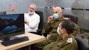 """غانتس: إسرائيل قررت إزالة """"جميع العوائق"""" عن ادخال البضائع إلى غزة"""