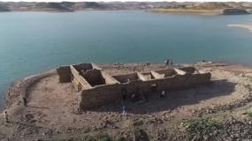 بعد تراجع منسوب المياه.. ظهور قرية عراقية غارقة منذ 36 عاما