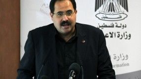 صيدم: جهود لإنهاء أزمة رواتب موظفي غزة وأرفض التقاعد المالي