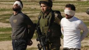 الاحتلال يعتقل (12) مواطناً وتصادر آلاف الشواكل في الضفة الغربية