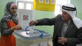 استطلاع: ثلث الفلسطينيين لن يصوتوا لأي حزب أو فصيل في الانتخابات المقبلة