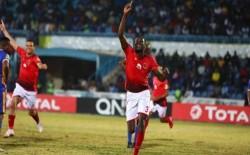 الاهلي المصري يتوج ببطولة دوري أبطال أفريقيا بفوزه على الزمالك بهدفين لهدف