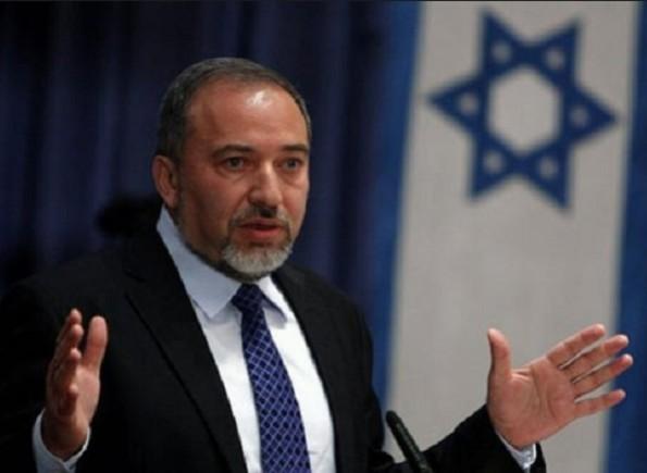 ليبرمان يهاجم نتنياهو ويتهمه بالسعي لتشكيل حكومة تحظى بدعم الأحزاب العربية