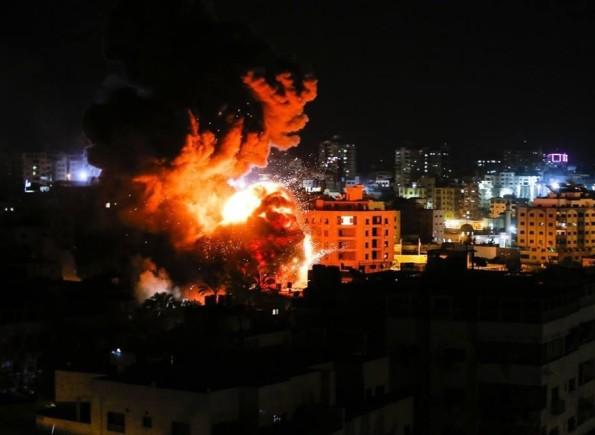 جيش الاحتلال الإسرائيلي يُعلن اعتراض صاروخين أطلقا من غزة وسقوط ثالث و الغارات تتجدد على قطاع غزة